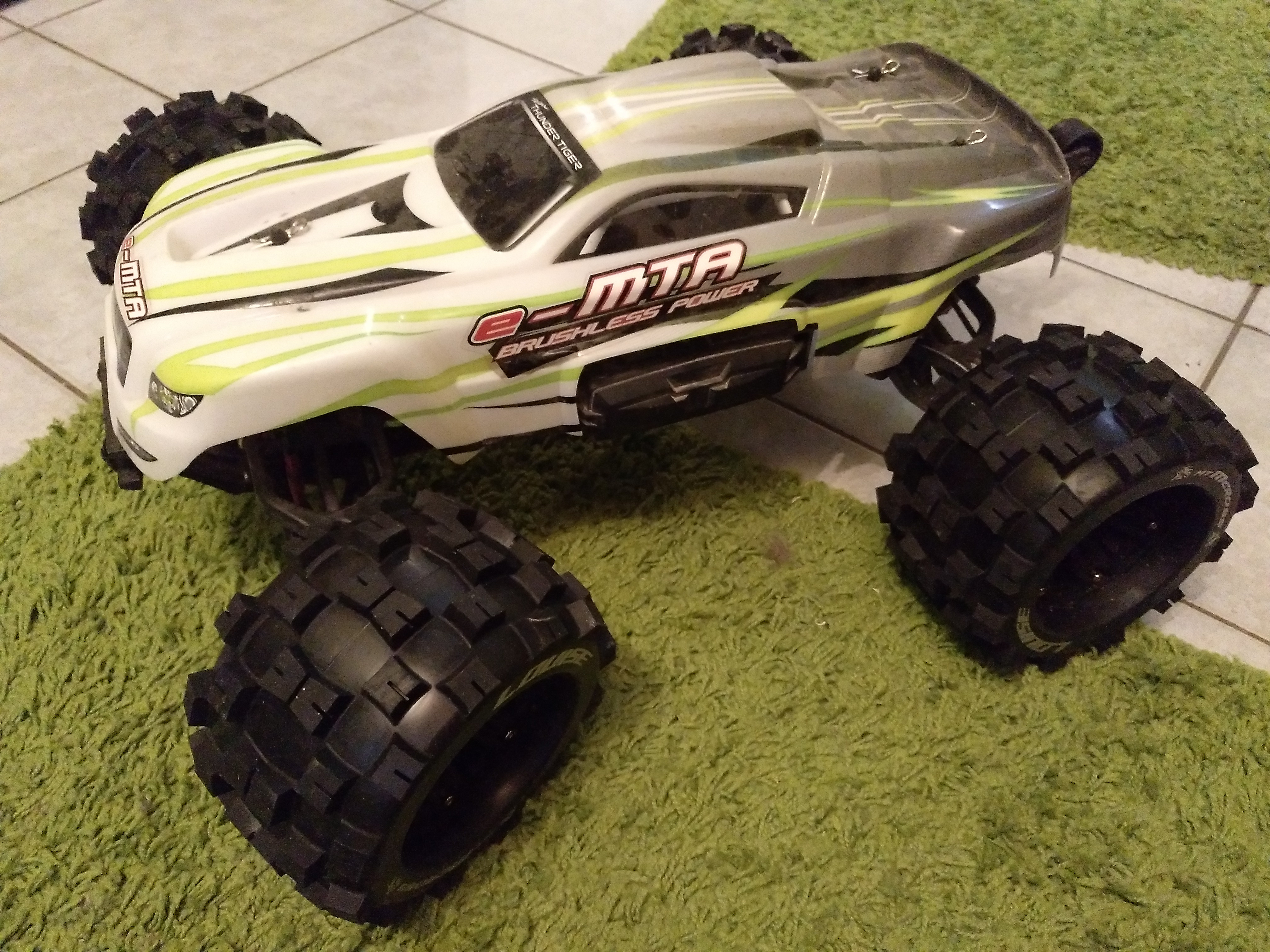 eMTA 1:8 RC Monstertruck